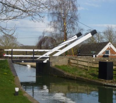 Canal Lift Bridge At Thrupp